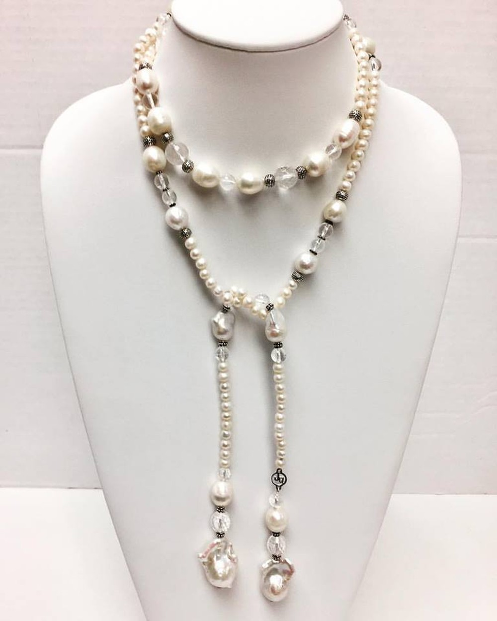 Neck Candy Necklace in Pearl and Quartz